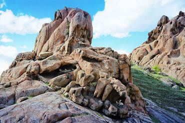 摄图网_500972442_banner_新疆可可托海镇的恐龙化石山(企业商用)
